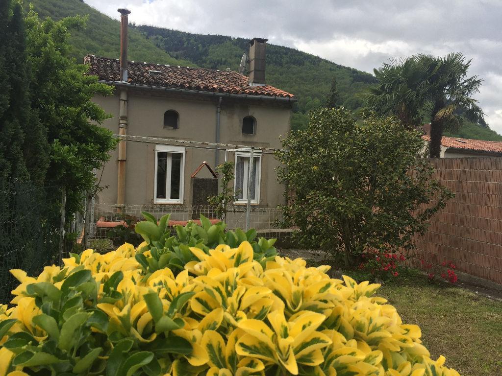 A vendre à Mazamet, charmente  maison de ville avec un grand jardin