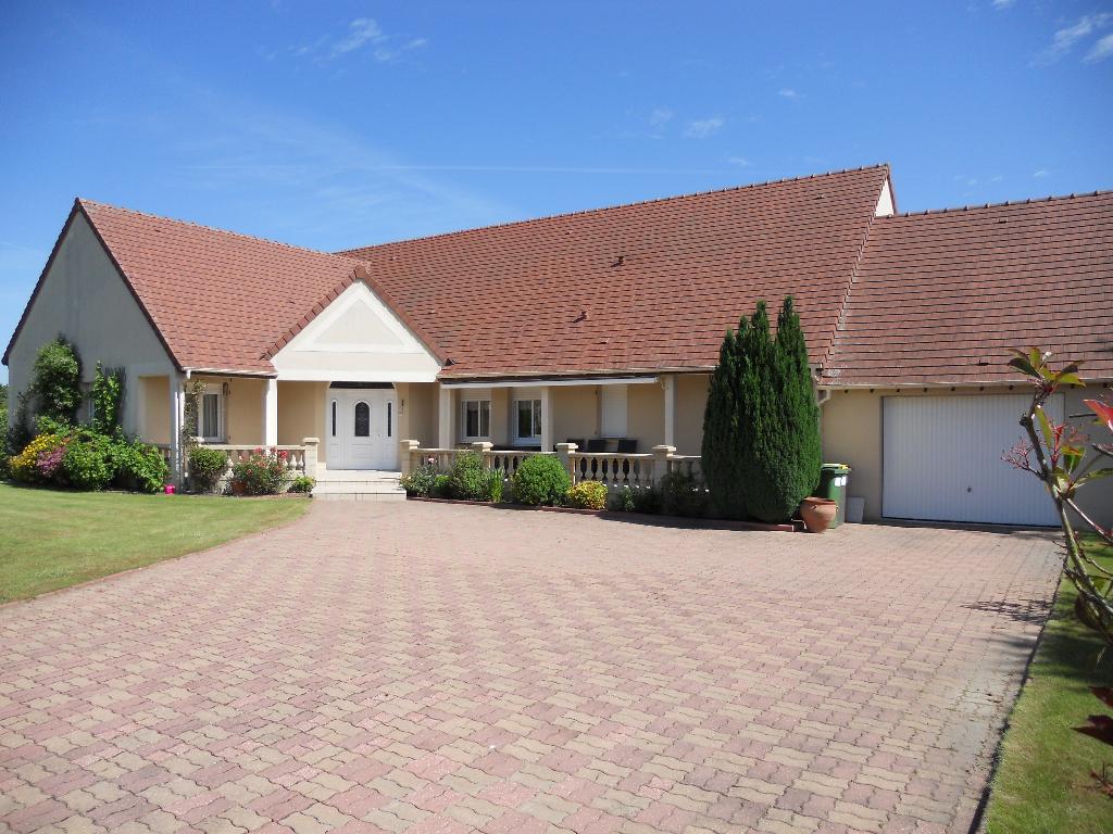 Vente maison 225 m dreux 28100 for Location garage dreux
