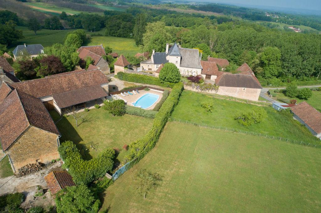 24390  Nailhac : propriété avec piscine