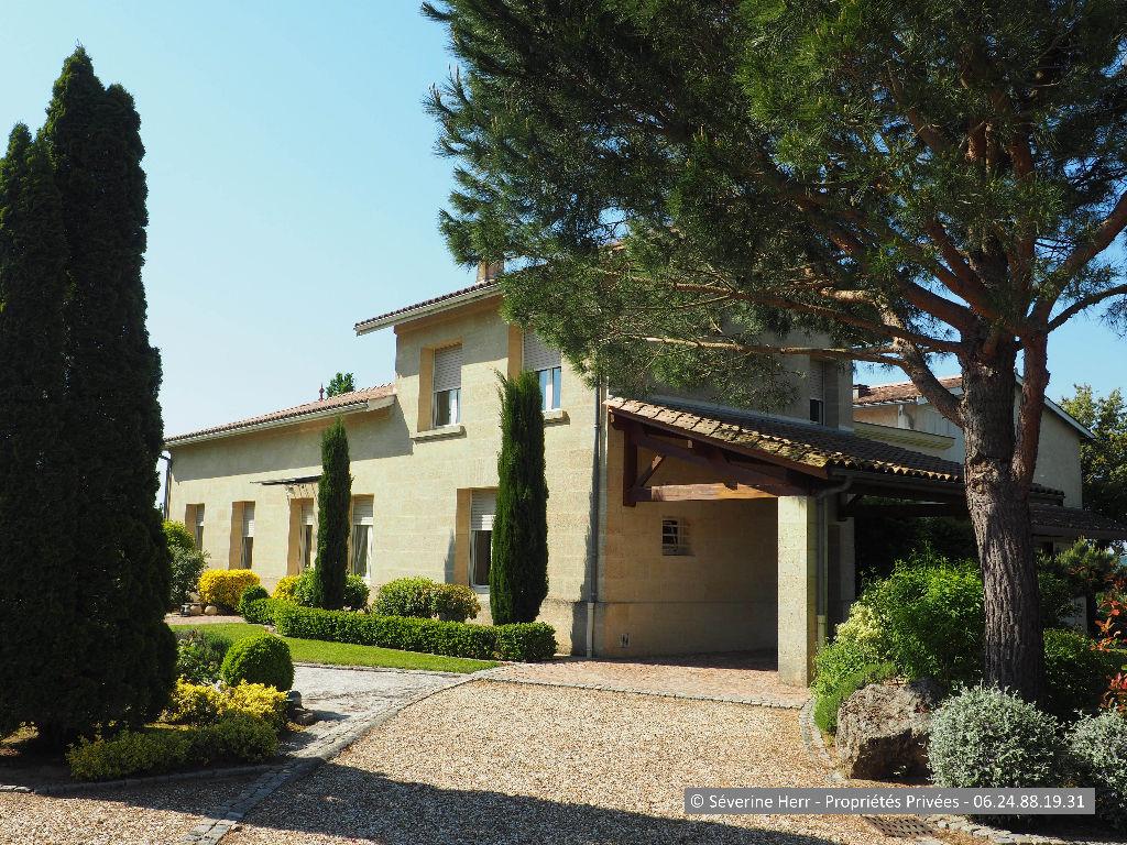 Maison 255M² Bourg Sur Gironde, 4 chambres, dépendances, terrain 3.300m², vue sur les cotteaux