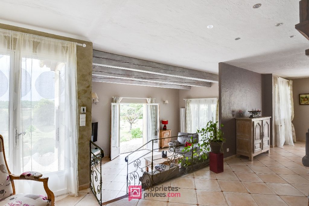 Villa 150 m² 5 pièces 3 ch. piscine garages terrain 5000 m²