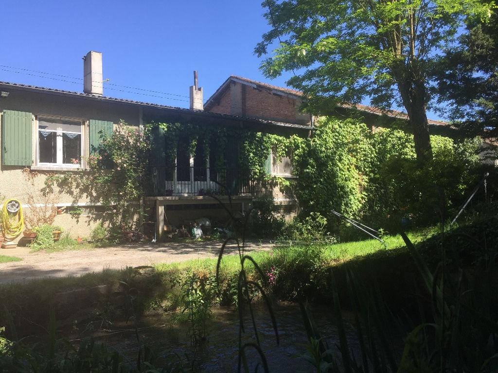 A vendre Castres-Labruguiere Maison atypique T6 avec sous-sol total et  nombreuses dépendances