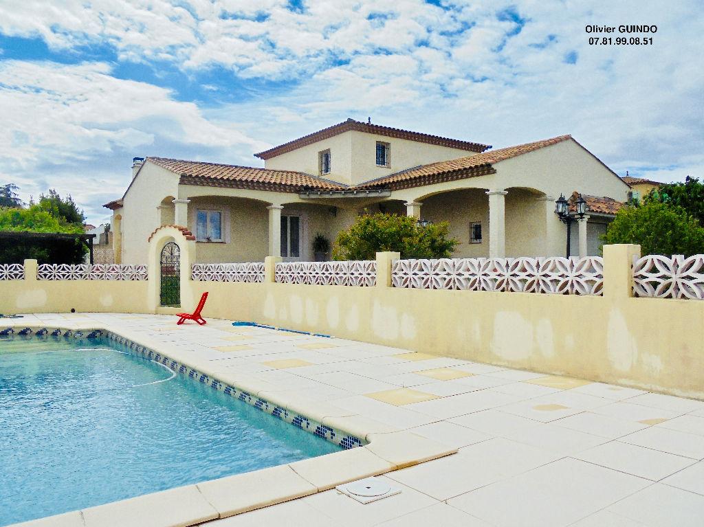 Villa 5 pièces de 158 m2 avec piscine sur 1050m2 de terrain arboré