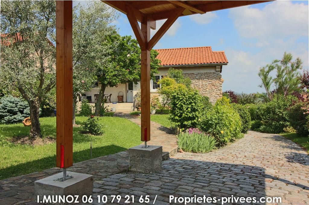 Maison Cournon D Auvergne 6 pièce(s) 178 m2, terrain, jacuzzzi