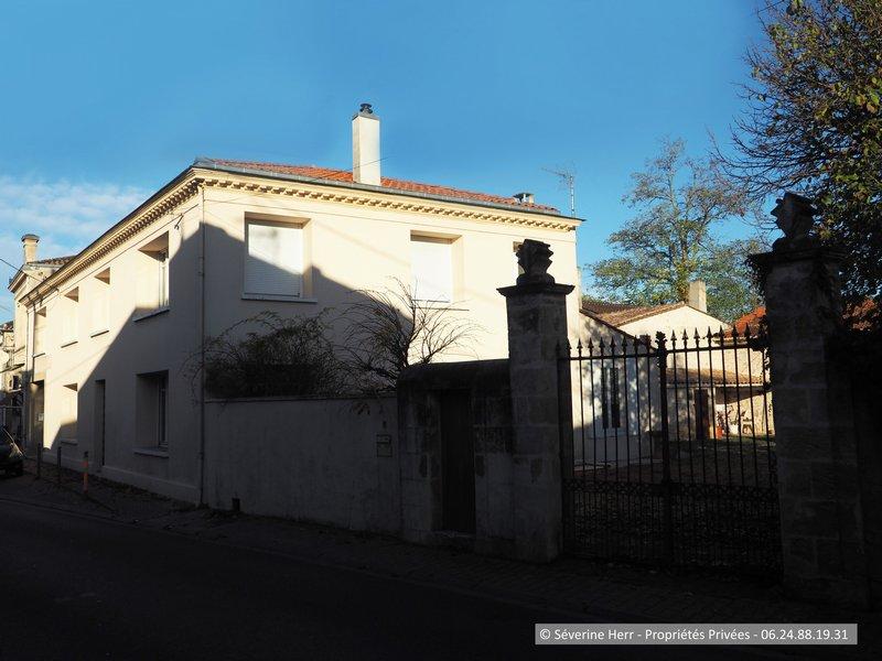Maison 250m² + dépendances St Christoly de Blaye