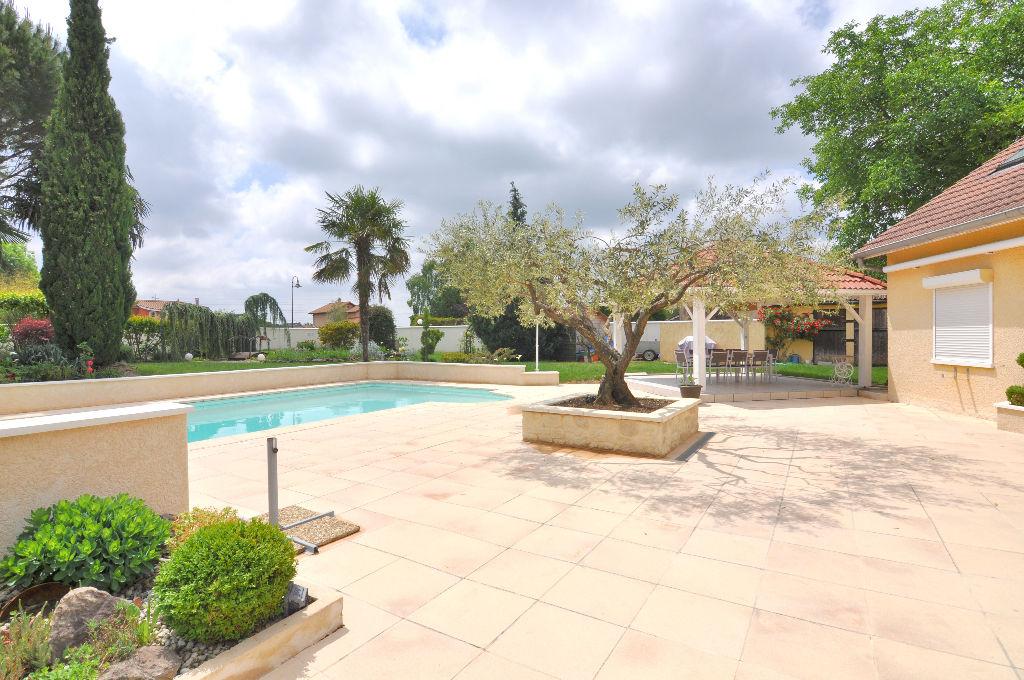 Maison de prestige 5 pièces de 210 m² avec piscine - Niévroz