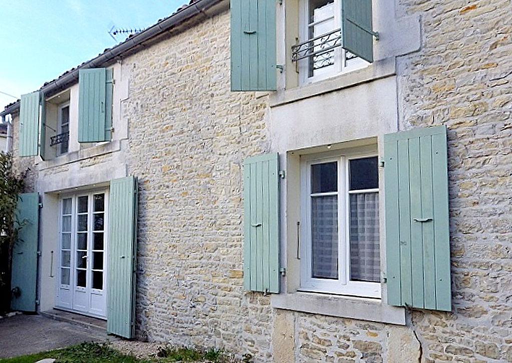 Maison de charme 130 m2  15mn La Rochelle