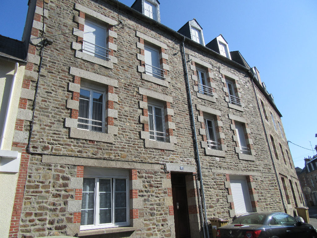 EXCLUSIVITE FOUGERES IMMEUBLE DE RAPPORT 353 m2