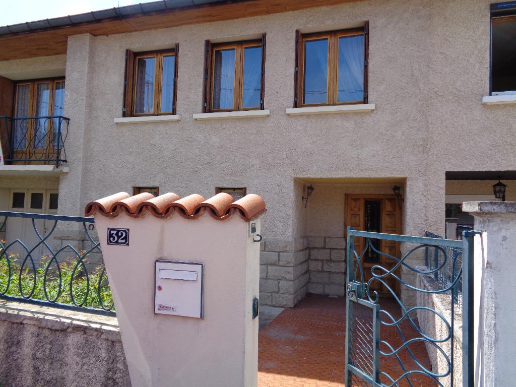 Le Puy en Velay (43) maison de ville de 100m2 habitables sur 800 m2 de terrain