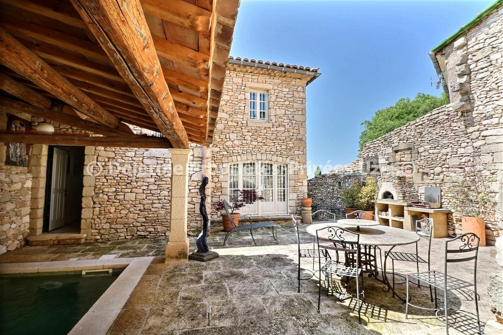 UZES maison de village rénovée avec piscine 5 chambres