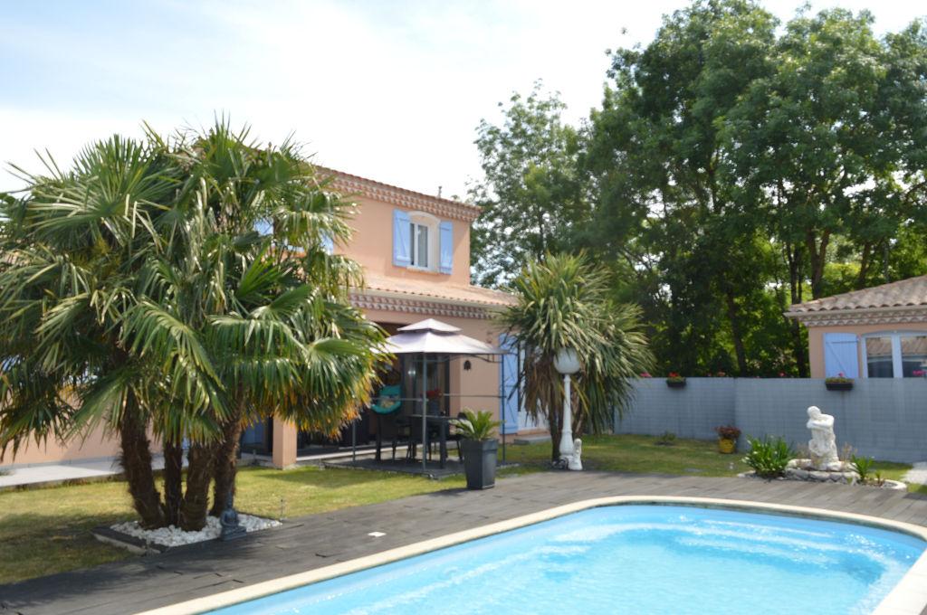 BELLE PROPRIETE 240 m2 env  pièce de vie 95 m2 env avec piscine 3 km mer