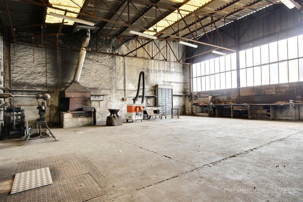 28140 Hangar  4 pièce(s) 290 m2  sur 864 m2 de terrain