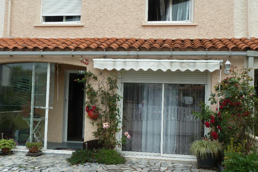 A vendre à Castres, maison rénovée avec terrasse et jardin