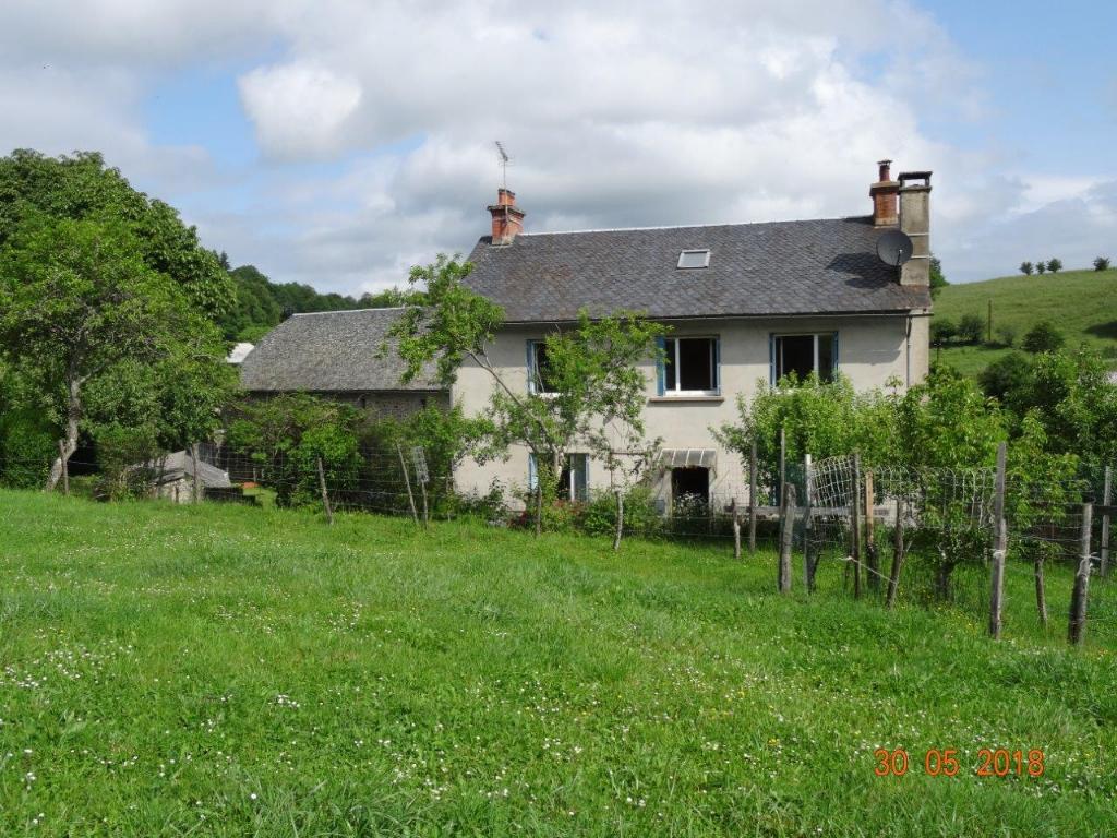 Corps de ferme Nord Aveyron sur env 3 ,5 ha avec sources