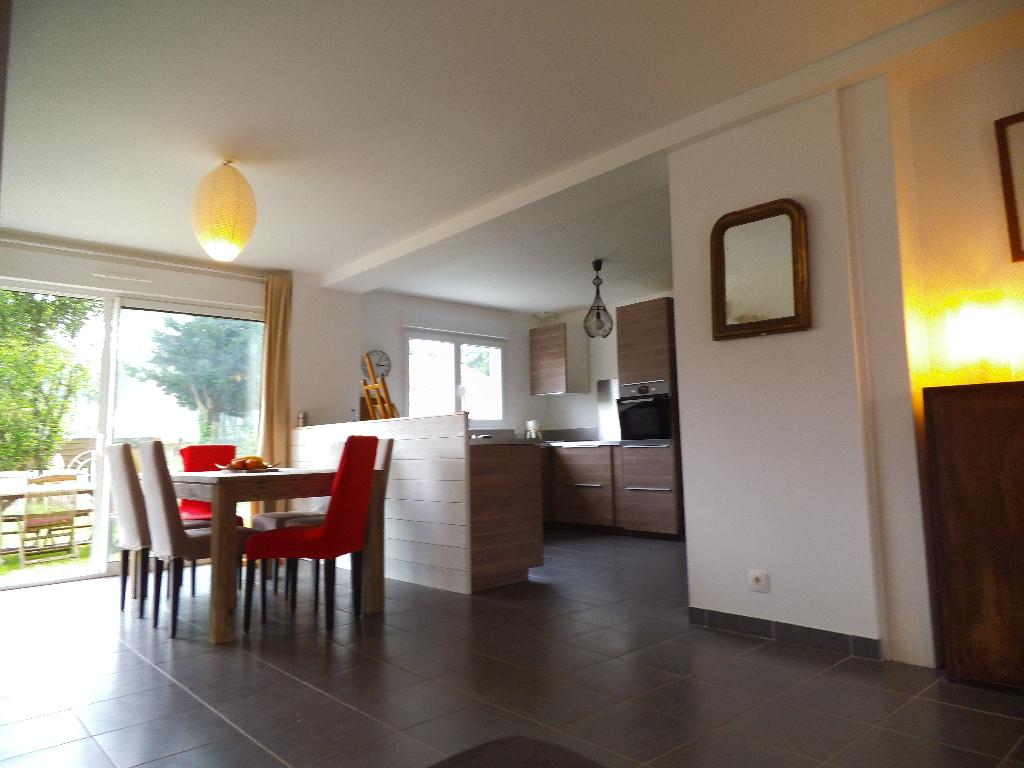 Maison 7 pièces, 5 chambres  RT 2012 de 106 m2  sur terrain de 345 m2 , 265 170 FAI