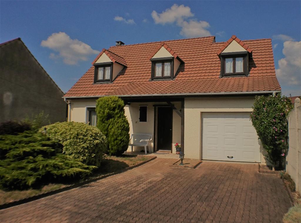 Maison-120 m² env-/446 m² de terrain- 5 pièces- 3 chambres- garage attenant