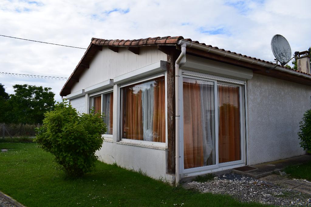 Maison de plain pied 4 pièce(s) 115 m2 à ST ROMAIN DE BENET