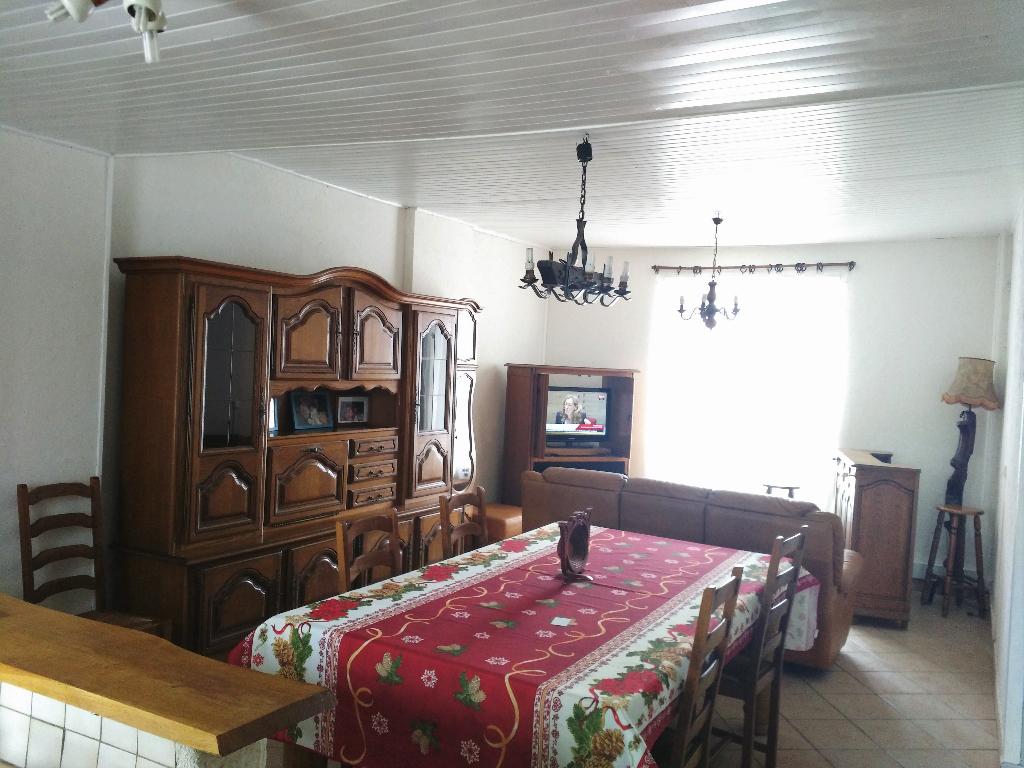 BAISSE DE PRIX Maison Charentaise rénovée et remise au goût du jour 3 chambres, véranda