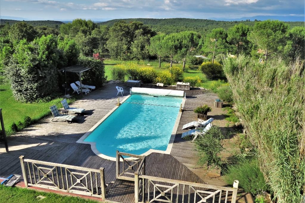 Villa d'architecte 210 m² 7 pièces 5 ch. piscine garages parc 3800 m²