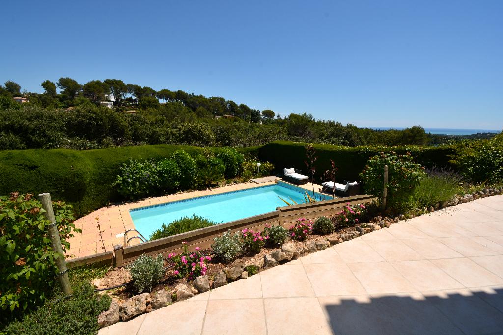 Biot 06410, Bois fleuri, belle villa avec vue mer de 196m2, 5 chambres dans domaine fermé avec vue mer
