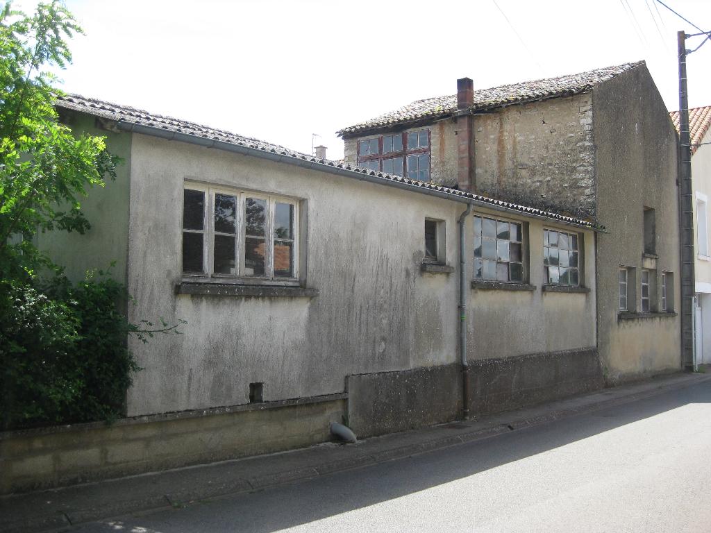 Maison Rouille  ( ANCIEN ATELIER A RENOVER )  255 m²