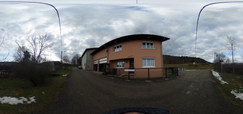 39400 Les Mouillets - Ferme 162m² + 10 boxes pour chevaux + dépendances + terrain 2 hectares