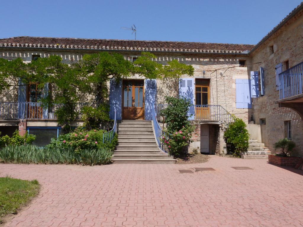 Maison en pierre 9 pièces, 6 chambres à 15 minutes de Cahors