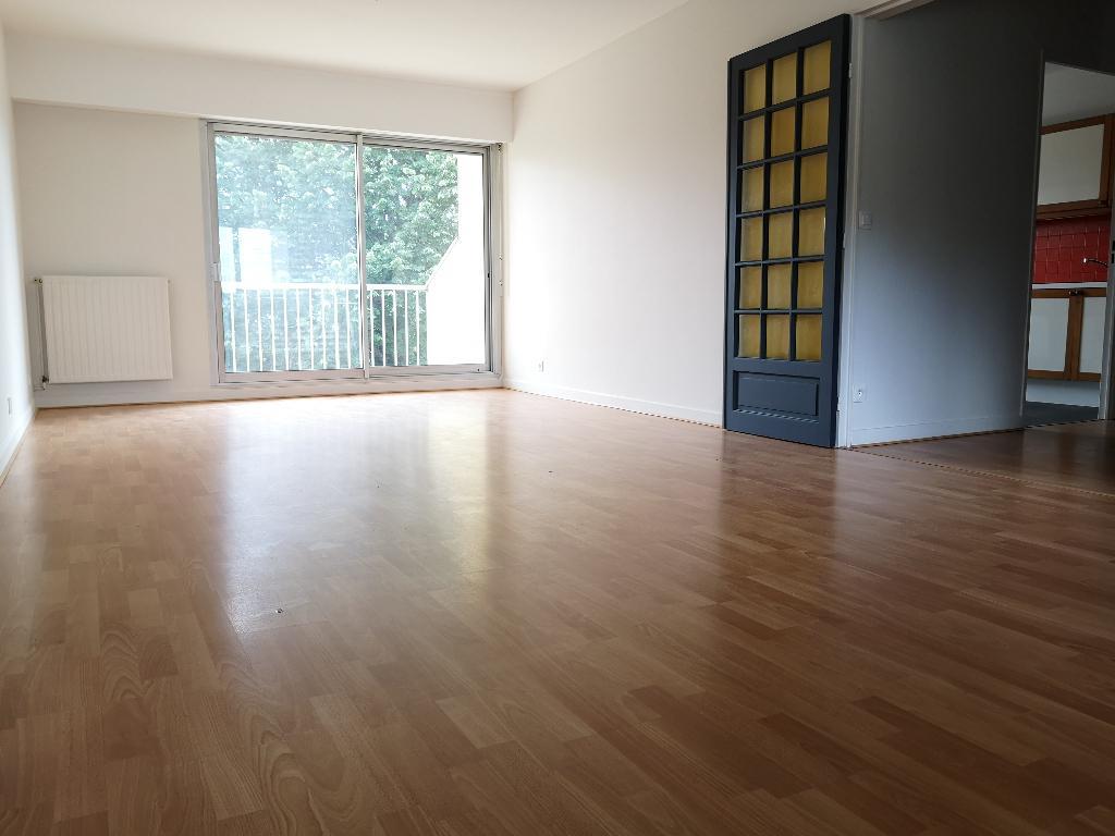 Appartement 3 pièces 77 m2, balcon, Cave, Box double