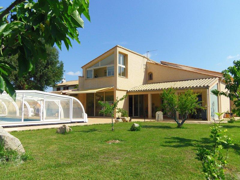 Grande villa de standing, piscine couverte, vue sur Le Canigou