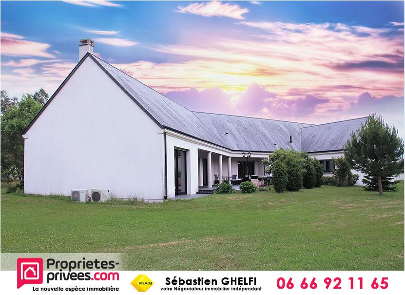 grande salle de vie  d'environ 95 m² avec toit-cathédrale