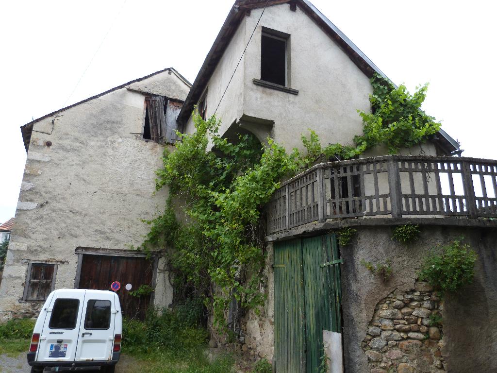 Maison de village à restaurer à Massat 143 m2