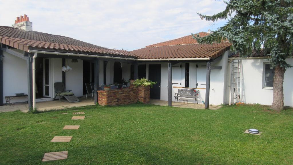 Maison Magne 7 pièce(s) 150 m2