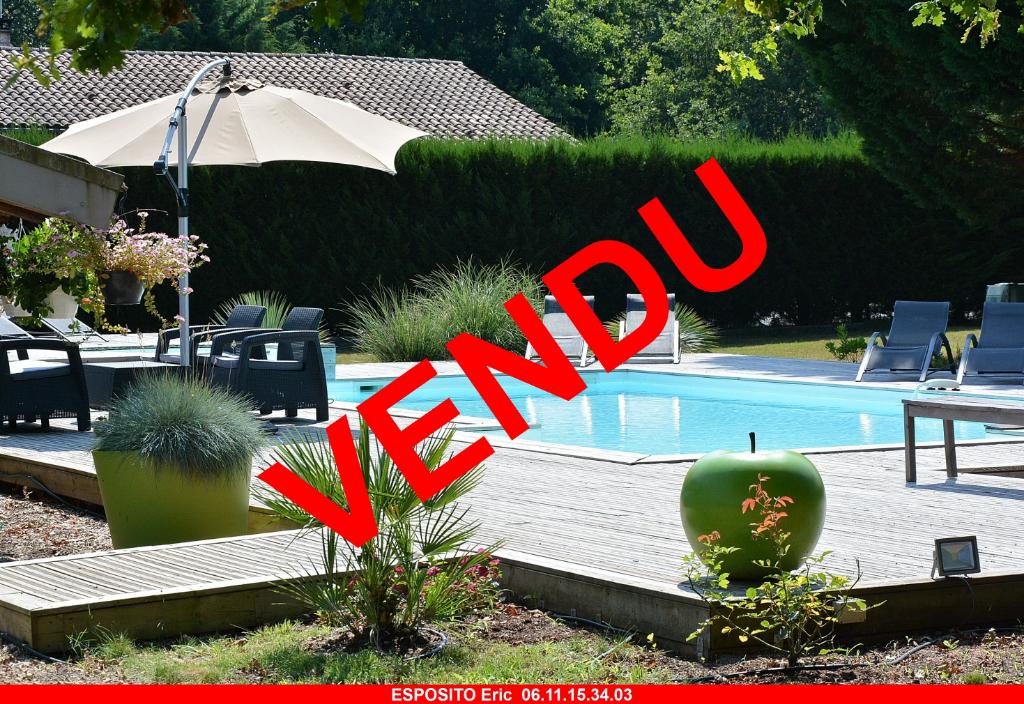 Villa  bois 5 pièce(s) sur 2346 m² avec grande piscine-jacuzzi