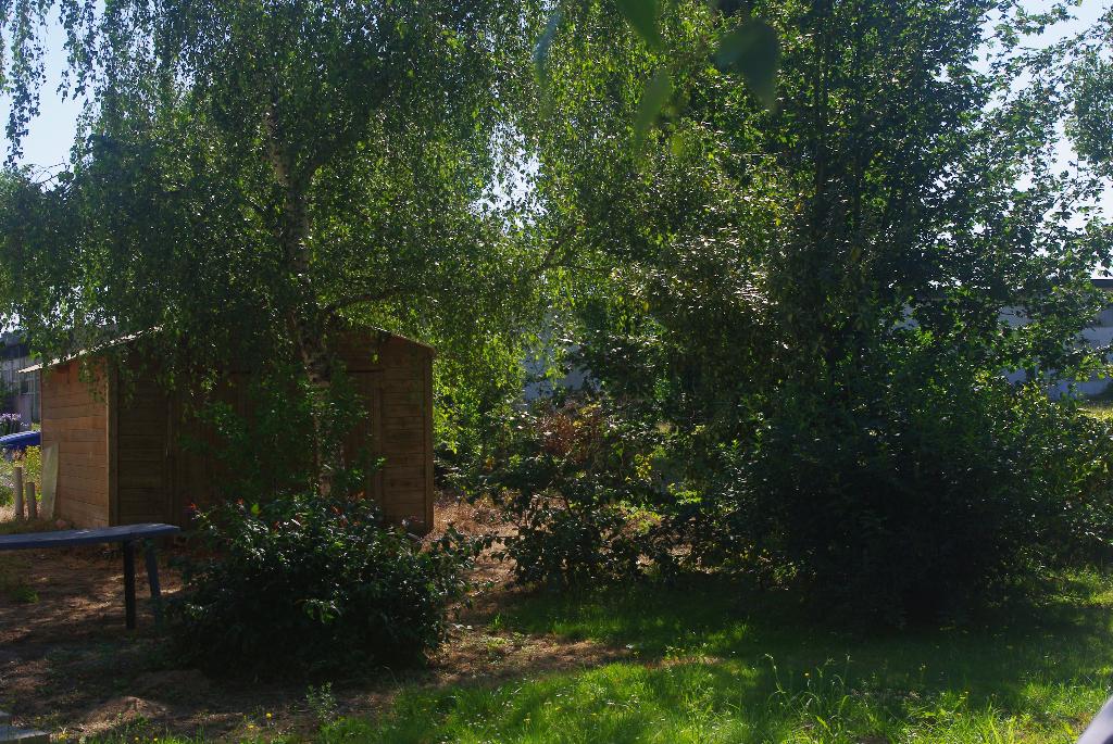 Terrain constructible en hameau de  363 m2