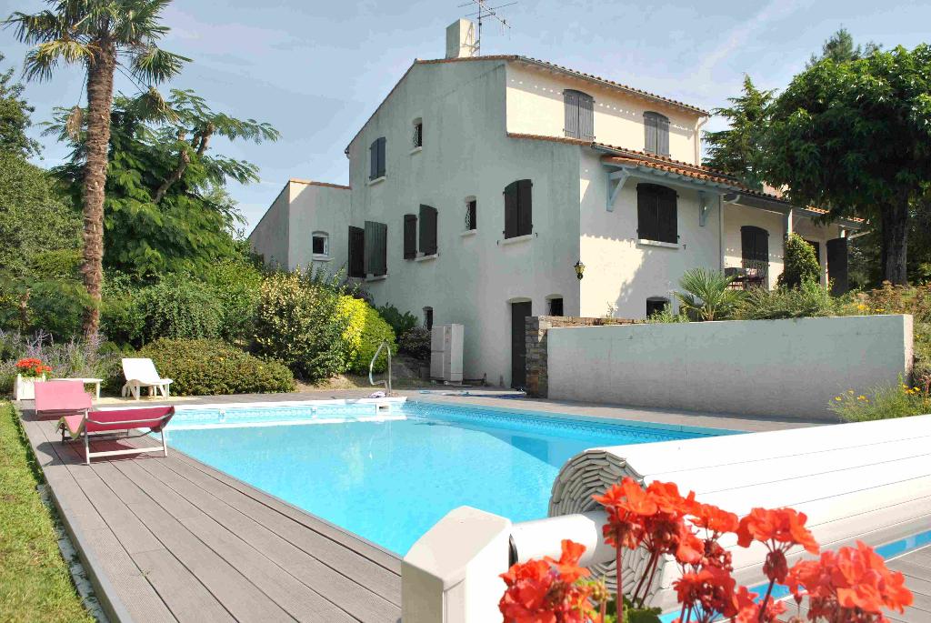 A vendre, Maison 7 pièce(s) 170m² avec piscine