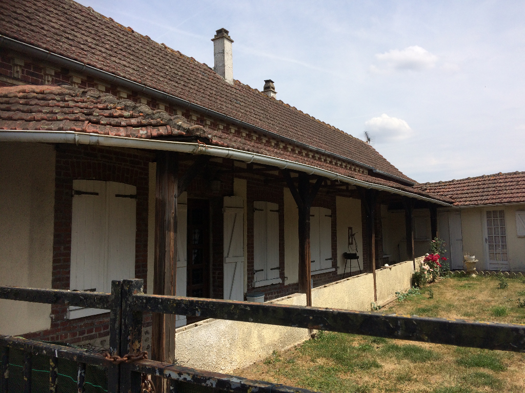 proche Etrépagny, Axe RD 14, Maison  6 pièce(s) 110 m2