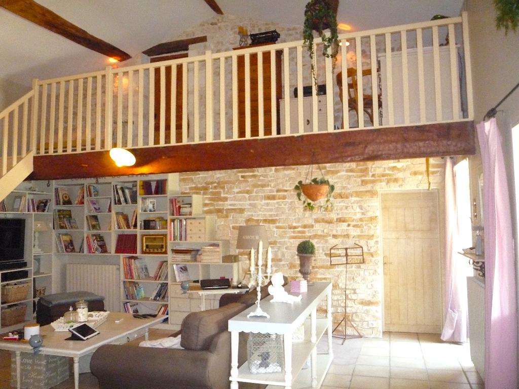Charentaise 4/5 chambres de 200m2 environ proche de Saintes