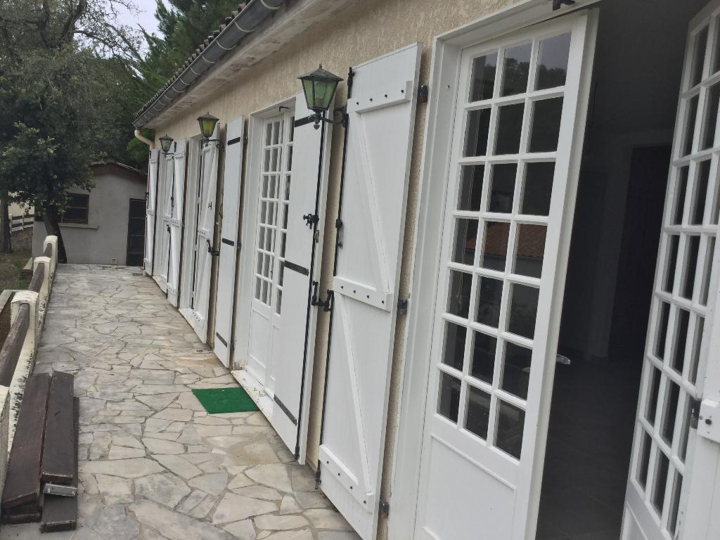 Rare !!! Charmante Villa 3 CH 5 pièce(s) 100 m2 , garage et dépendance sur terrain de 700m2 entre Mer et Forêt