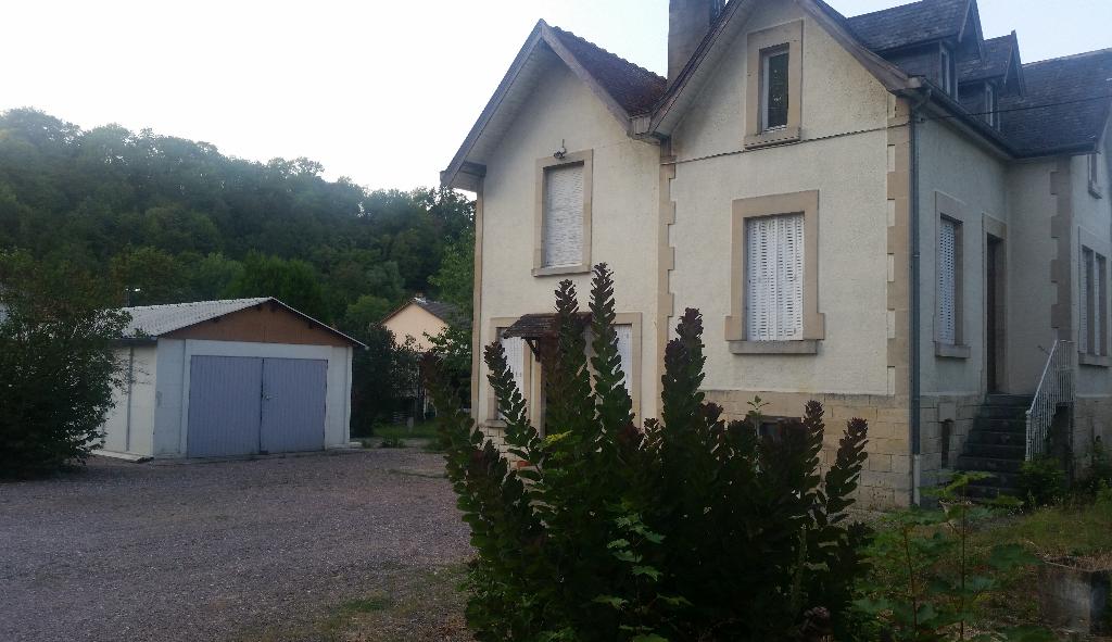 Belle Maison de caractère de 99 m² hab. Entièrement Rénové et très Atypique avec Terrain de 1196 m² et Dépendances