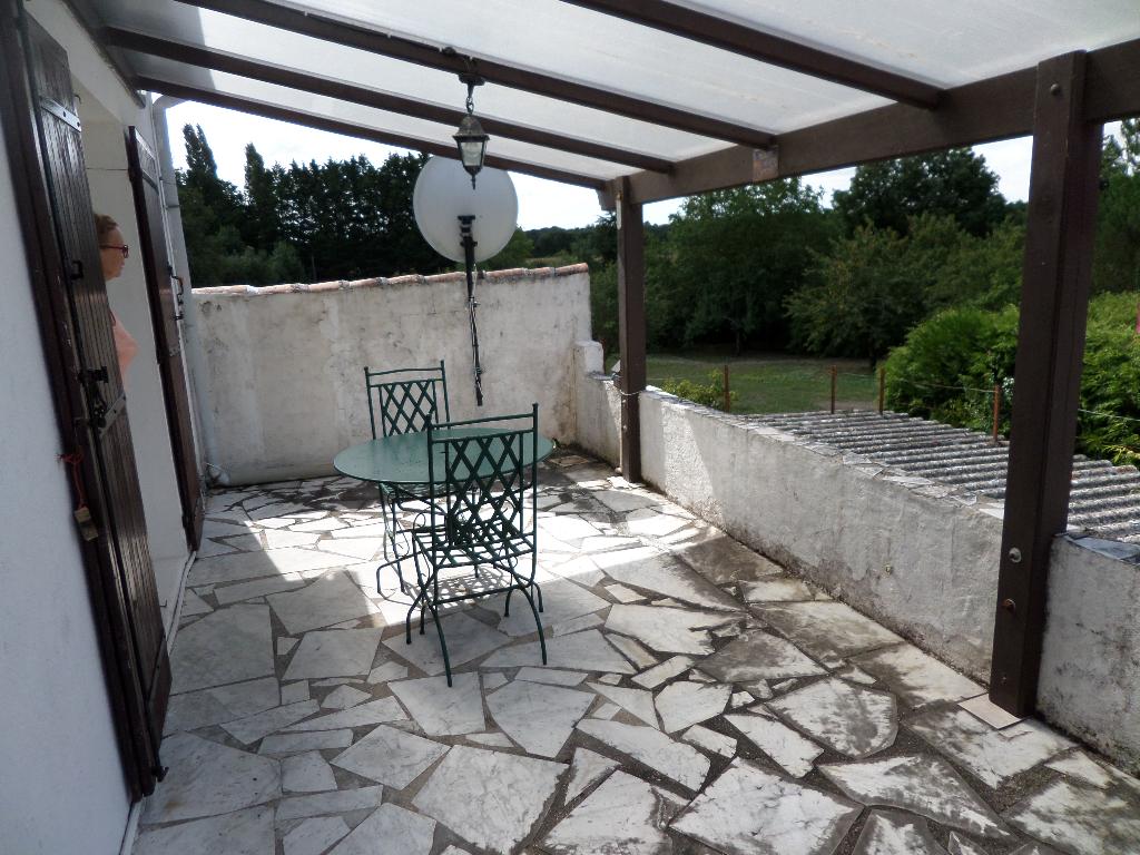 Maison Saint Romain De Benet  7 pièce(s) 151 m2 garage 102M²