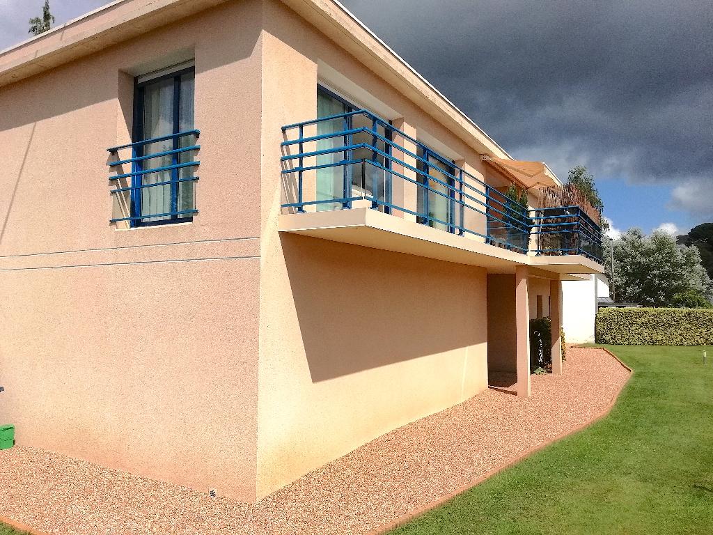 Maison contemporaine Hennebont 3 ch 132 m2  274 275 FAI