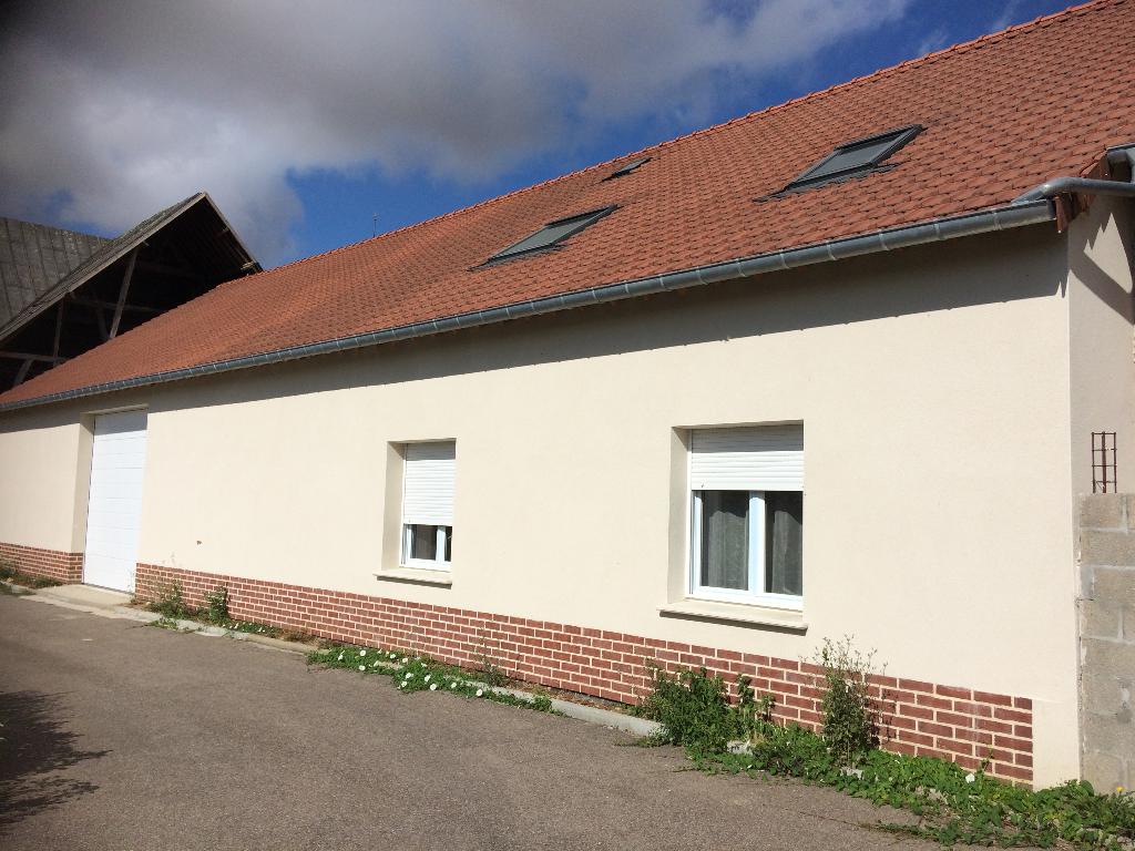 dans un village proche Etrépagny Maison  7 pièce(s) 280 m2  + Garage de 150m² et dépendance de 150 m²sur 2000 m²