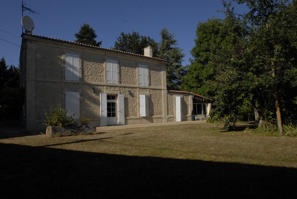 Maison Saint Jean D'Angely 7 pièce(s) 200 m2