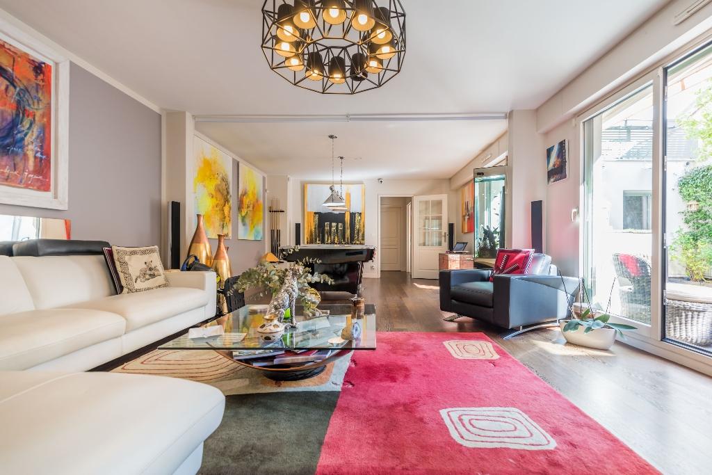 Appartement Paris 6 pièce(s) 146 m2
