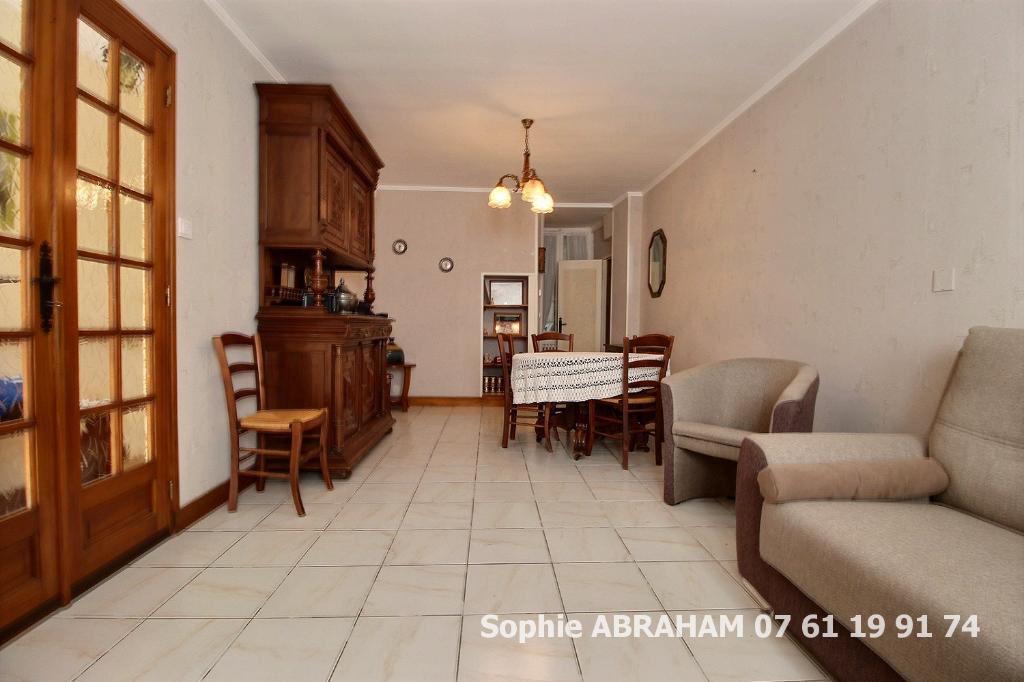 CENTRE VILLE Maison de 5 pièces, 4 chambres et grande cour avec terrasse