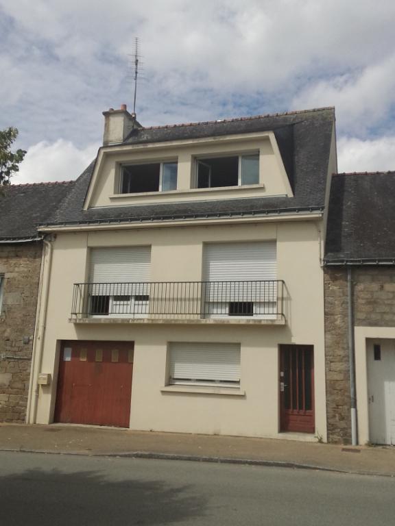 Maison Guémené Sur Scorff 5 pièce(s) 120 m2, 2 garages, grand jardin