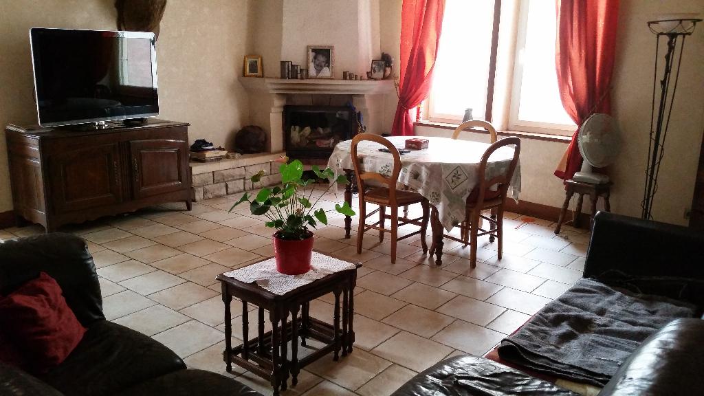 Maison de village en Pierre de 220 m² à Conforter avec parcelle de terrain clos de 670 m² avec terrasses, garages et dépendances SANS VIS A VIS