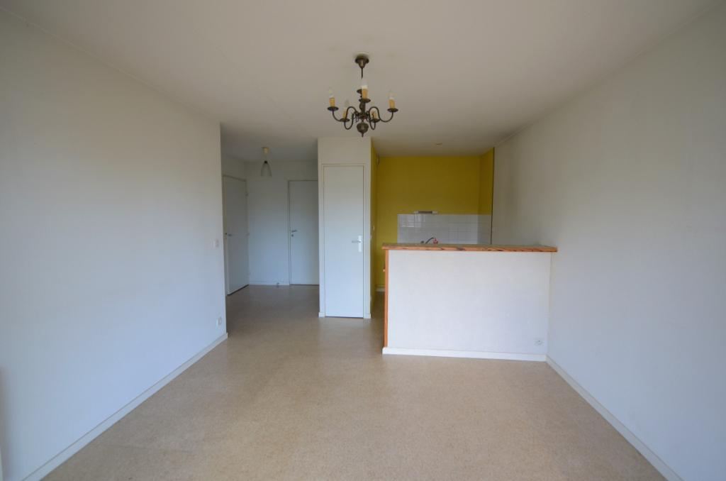 APPARTEMENT T2  avec superbe vue ! 38 m2 AVEC BALCON + PARKING // Prix léger