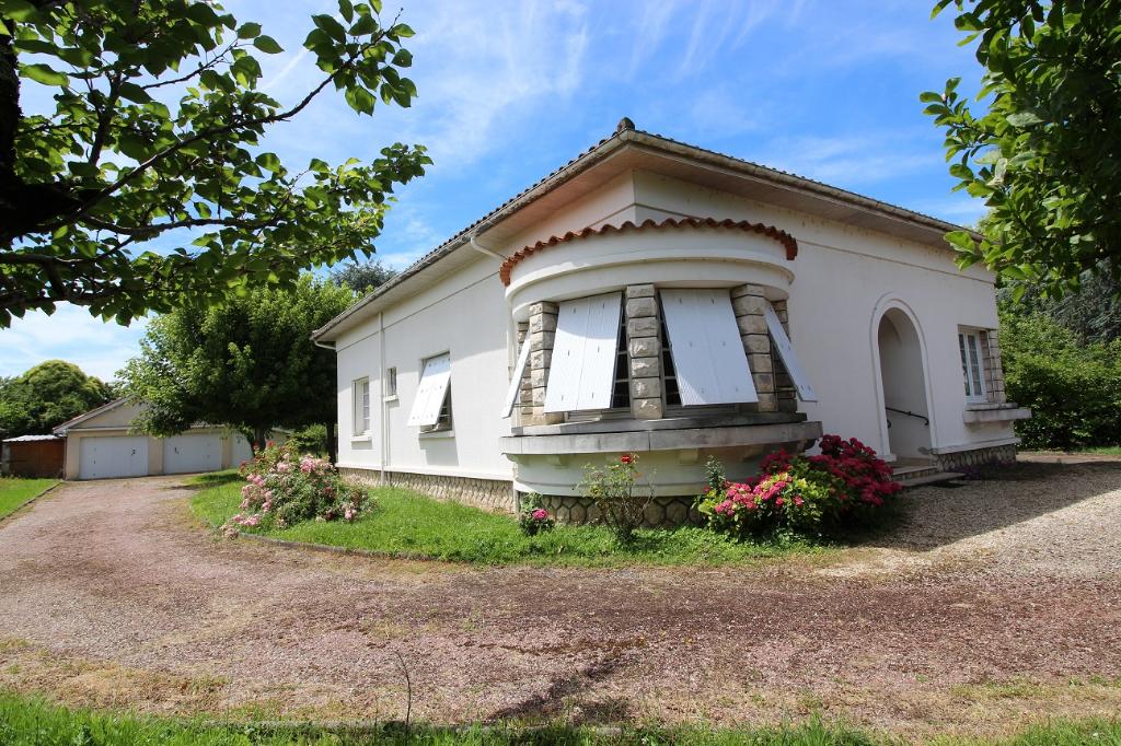 Maison  4 pièce(s) 130 m2 - 2 chambres -  1 bureau - garage - 1585m² terrain