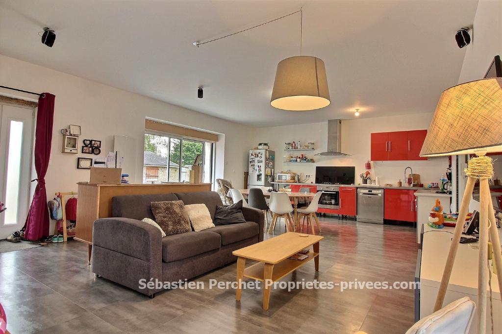 Maison rénovée 2 Chambres sur 1272 m2 de terrain